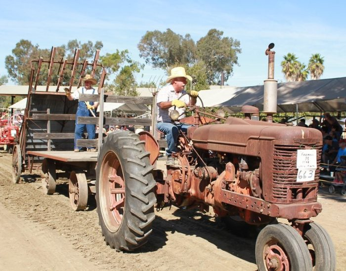 Tractor Pulled Wagon : Fall antique engine and tractor show the vista press